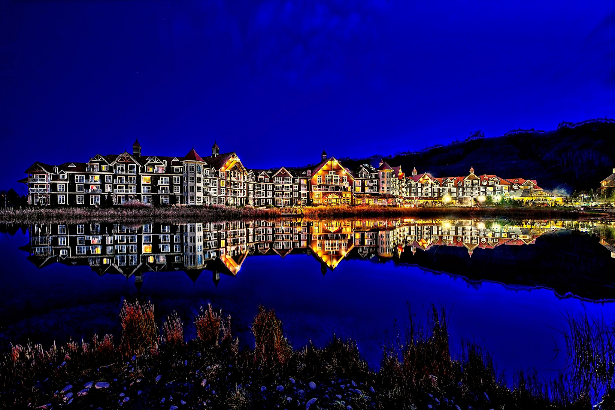 bluemountains westin blue hour reflection