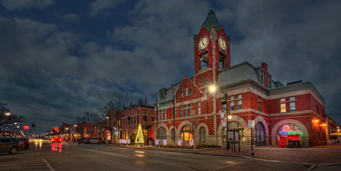 The Collingwood Town Hall all ready for Xmas.